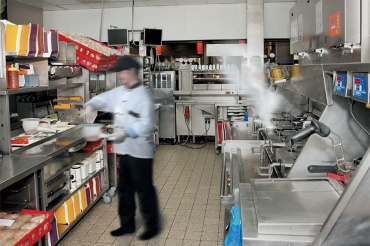 QSR-kitchen-worker